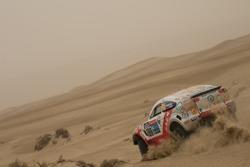 环塔SS8赛段,沙尘暴中的塔城车队