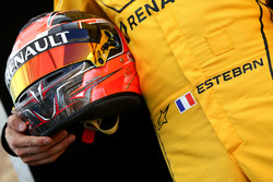 Helmet of Esteban Ocon, Renault Sport F1 Team Test Driver