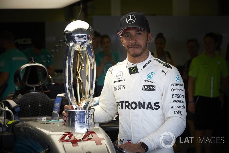Ganador de la carrera Lewis Hamilton, Mercedes AMG F1 después de ganar la carrera