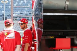 Гонщики Ferrari Кими Райкконен и Себастьян Феттель