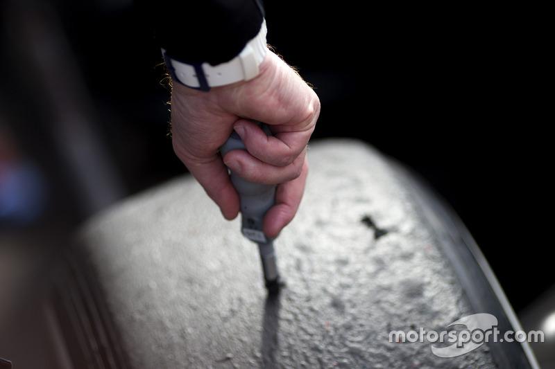 Pirelli lastiklerinin sıcaklıkları kontrol ediliyor