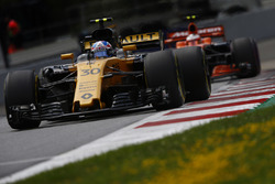 Джолион Палмер, Renault Sport F1 RS17, и Стоффель Вандорн, McLaren MCL32