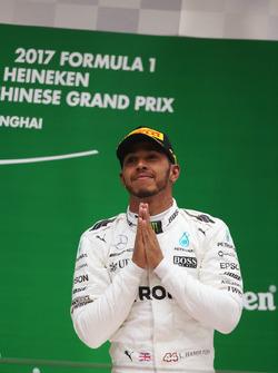 Lewis Hamilton, Mercedes AMG, sur le podium