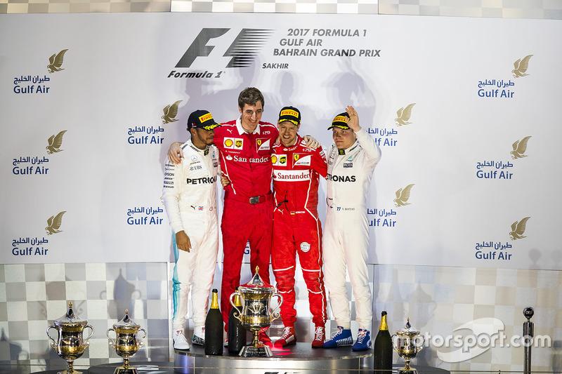 المنصة: الفائز بالسباق سيباستيان فيتيل، فيراري، المركز الثاني لويس هاميلتون، مرسيدس، المركز الثالث فالتيري بوتاس، مرسيدس