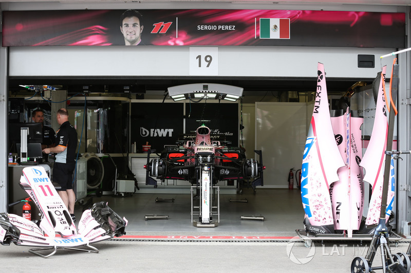 Sahara Force India VJM10 in der Box