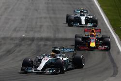 Lewis Hamilton, Mercedes AMG F1 W08, Max Verstappen, Red Bull Racing RB13, Valtteri Bottas, Mercedes AMG F1 W08