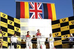 Podio: il vincitore della gara Jamie Green, Audi Sport Team Rosberg, Audi RS 5 DTM, il secondo classificato Mike Rockenfeller, Audi Sport Team Phoenix, Audi RS 5 DTM, il terzo classificato Timo Glock, BMW Team RMG, BMW M4 DTM