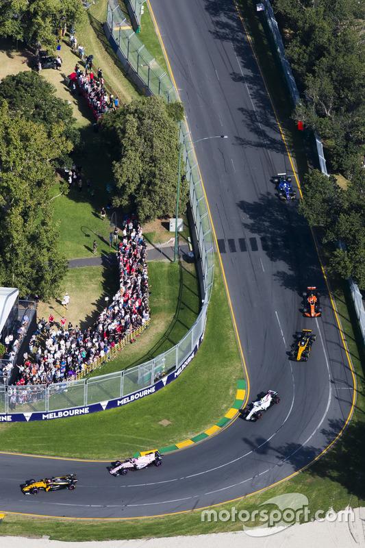 Nico Hülkenberg, Renault Sport F1 Team, RS17; Esteban Ocon, Force India, VJM10; Lance Stroll, Willia