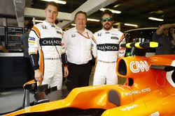 Stoffel Vandoorne, McLaren, Fernando Alonso, McLaren, Zak Brown, Executive Director, McLaren Technology Group