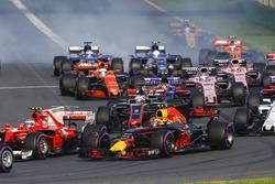 Кими Райкконен, Ferrari SF70H, Макс Ферстаппен, Red Bull Racing RB13, Ромен Грожан, Haas F1 VF-17 и