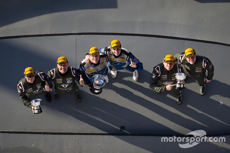 Podio GS: ganador de la carrera Cameron Cassels, Trent Hindman, Bodymotion Racing, seguno lugar Marc