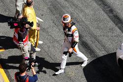 Stoffel Vandoorne, McLaren vuelve a boxes después de parar en el circuito