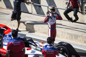 Pascal Wehrlein, Mahindra Racing, M5 Electro removes his helmet