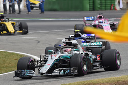 Race Winner Lewis Hamilton, Mercedes-AMG F1