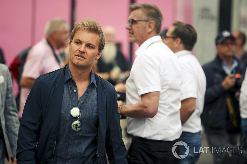 """""""Lewis não teve culpa, porque ele deixou muito espaço. Não há nada pelo qual você possa culpá-lo. Sebastian faz a curva aberta, atinge Lewis e roda. Foi o fim, 110% culpa de Sebastian."""""""