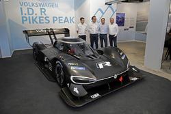 Francois-Xavier Demaison, Sven Smeets, Head of Volkswagen Motorsport, Jochi Kleint, Florian Urbitsch with the Volkswagen I.D. R Pikes Peak