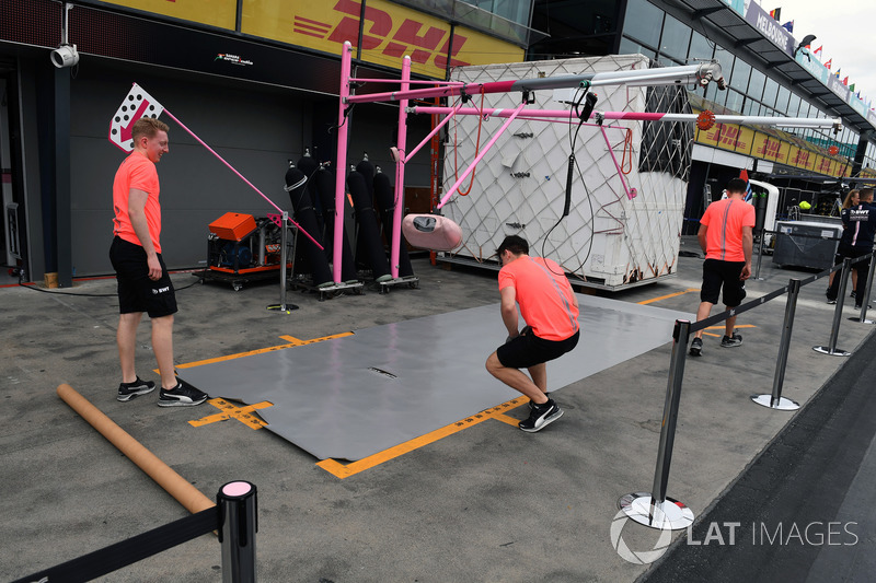 Force India pit box preparations