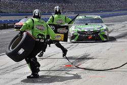 Kyle Busch, Joe Gibbs Racing, Toyota Camry Interstate Batteries pits