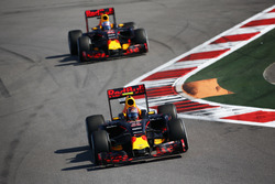 Daniil Kvyat, Red Bull Racing RB12, Daniel Ricciardo, Red Bull Racing RB12
