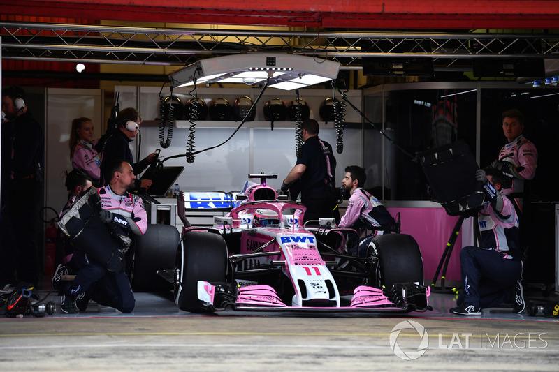 Sergio Perez, Force India VJM11 dans le garage