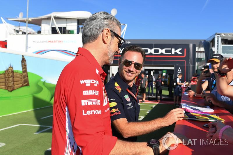 Christian Horner, directeur de Red Bull et Maurizio Arrivabene, directeur de Ferrari avec des fans
