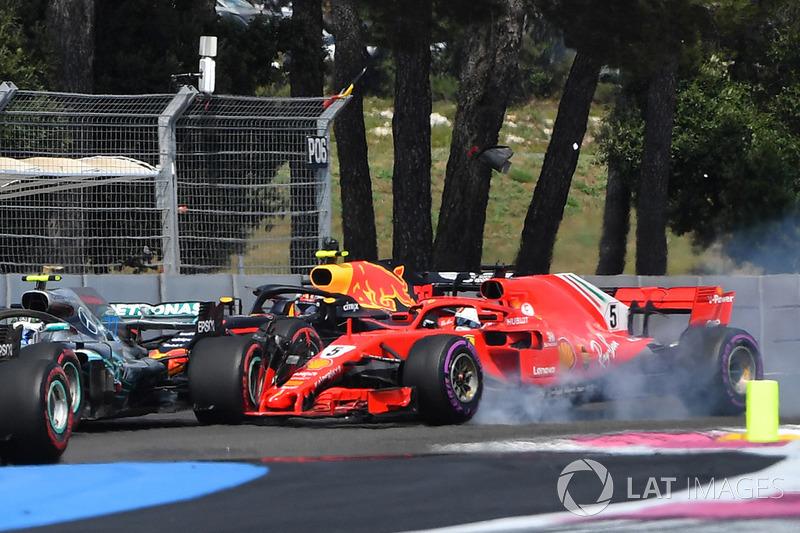 Sebastian Vettel, Ferrari SF-71H mengunci ban dan menabrak Valtteri Bottas, Mercedes-AMG F1 W09