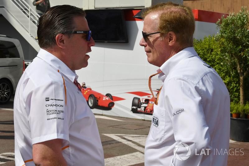 Zak Brown, CEO de McLaren Racing y Danny Sullivan