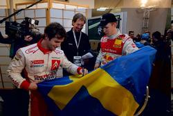 Ganador Mattias Ekström con el organizador del evento, Fredrik Johnsson y Sebastien Loeb