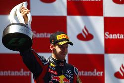 Podium : le vainqueur Sebastian Vettel, Red Bull Racing RB7