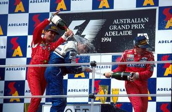 Podio: segundo lugar Gerhard Berger, Ferrari, ganador de la carrera Nigel Mansell, Williams y tercer lugar Martin Brundle, McLaren