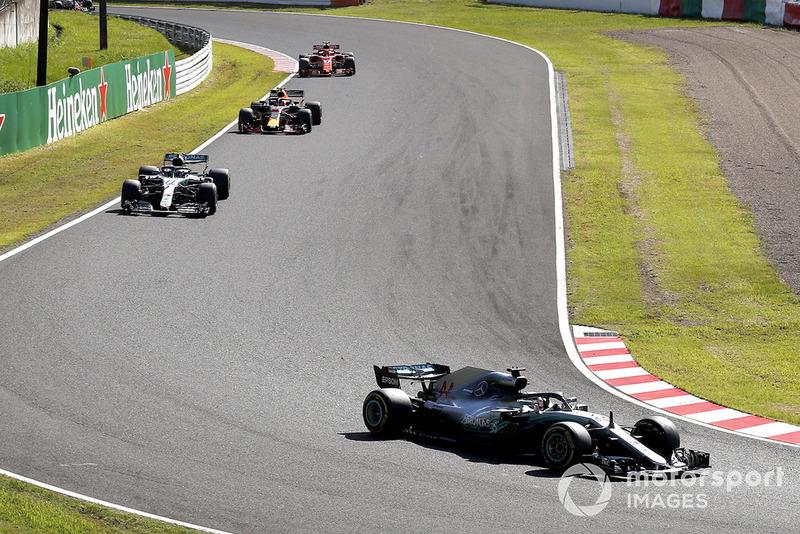 Lewis Hamilton, Mercedes-AMG F1 W09, lidera la carrera