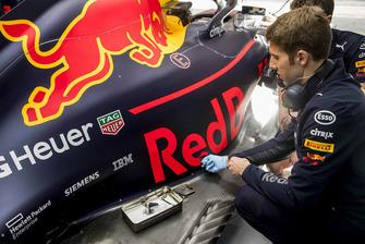 Ingegnere Red Bull Racing ExxonMobil al lavoro