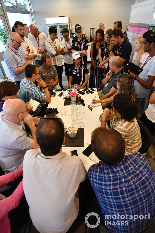 Esteban Ocon, Racing Point Force India F1 Team, parla con i media