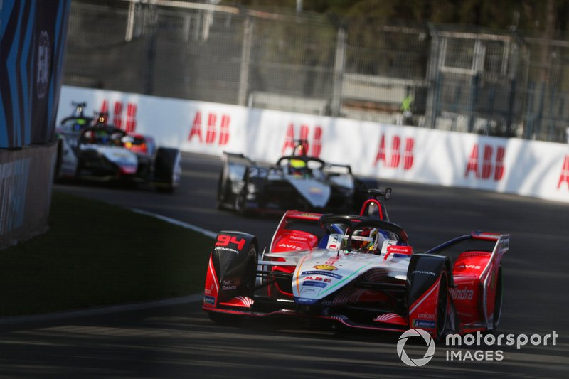 Pascal Wehrlein, Mahindra Racing, M5 Electro, precede Oliver Rowland, Nissan e.Dams, Nissan IMO1, e Lucas Di Grassi, Audi Sport ABT Schaeffler, Audi e-tron FE05