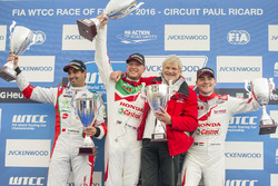 Podium; 2. Mehdi Bennani, Sébastien Loeb Racing, Citroën C-Elysée WTCC; 1. Rob Huff, Honda Racing Te