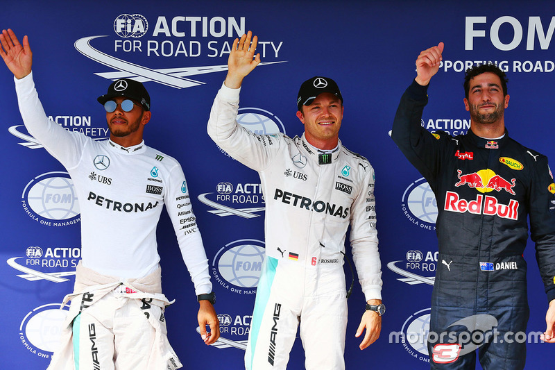 Polesitter Nico Rosberg, Mercedes AMG F1, second place Lewis Hamilton, Mercedes AMG F1, third place