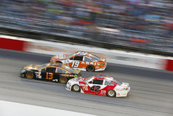 Casey Mears, Germain Racing Chevrolet, Carl Edwards, Joe Gibbs Racing Toyota, Kyle Larson, Chip Ganassi Racing Chevrolet