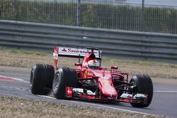 Себастьян Феттель, Ferrari тестирует шины Pirelli для сезона 2017