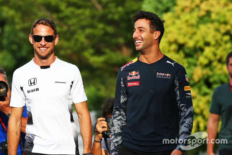 Jenson Button, McLaren; Daniel Ricciardo, Red Bull Racing