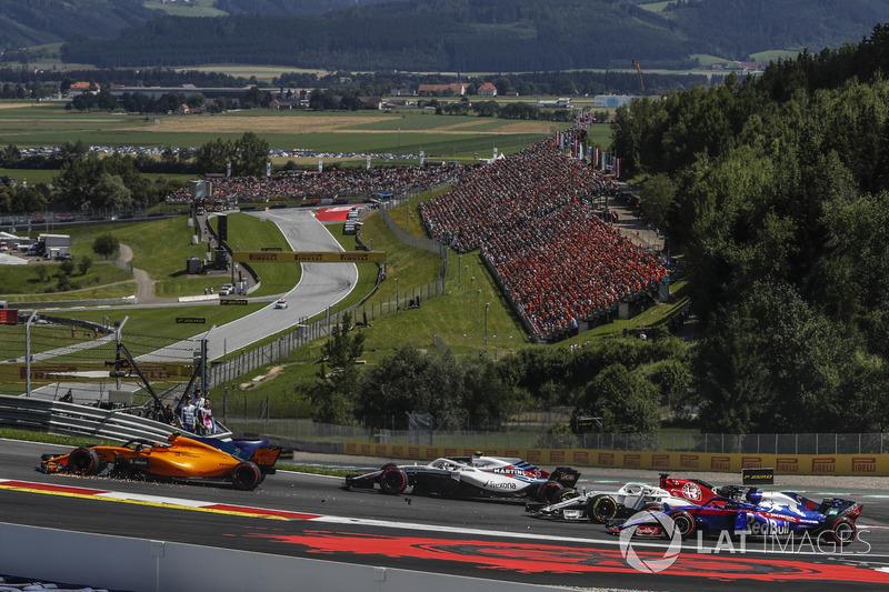 Stoffel Vandoorne, McLaren MCL33, con l'ala anteriore rotta