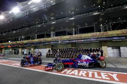 Pierre Gasly, Scuderia Toro Rosso and Brendon Hartley, Scuderia Toro Rosso at the Viceroy Hotel Team Photo