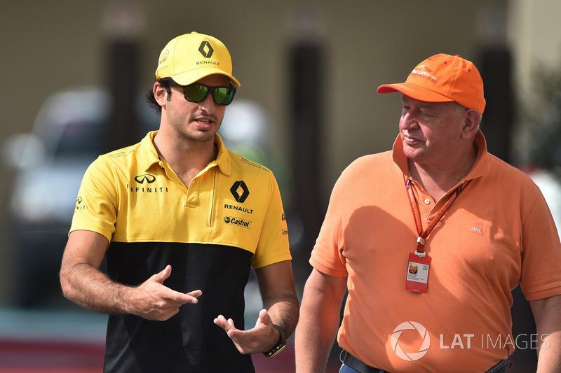 Carlos Sainz Jr., Renault Sport F1 Team y Dieter Rencken, periodista