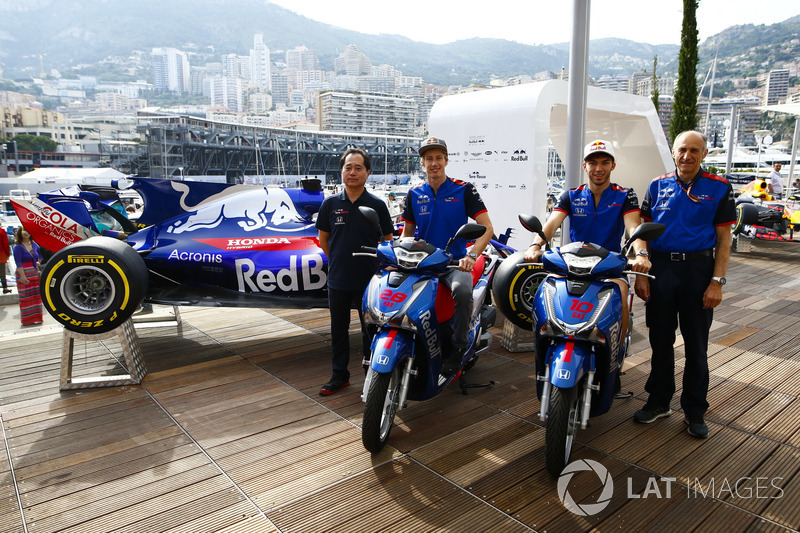 Toyoharu Tanabe, F1 Technical Director, Honda, Brendon Hartley, Toro Rosso, Pierre Gasly, Toro Rosso, Guenther Steiner, Team Principal, Haas F1 Team