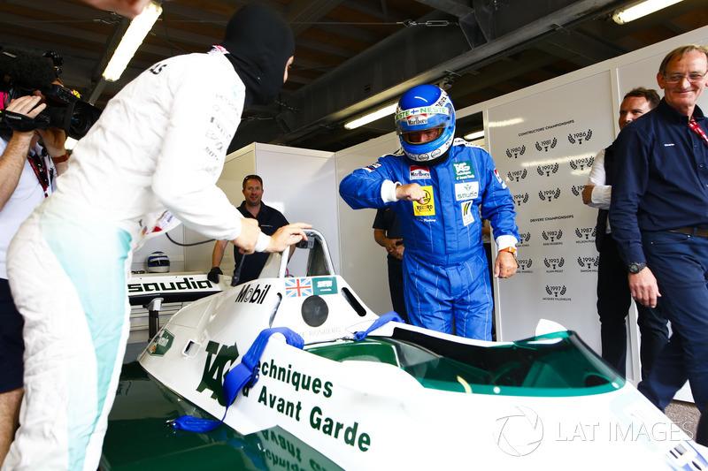 Les Champions du monde, Keke Rosberg et son fils Nico Rosberg, se préparent à un tour de démonstration à Monaco