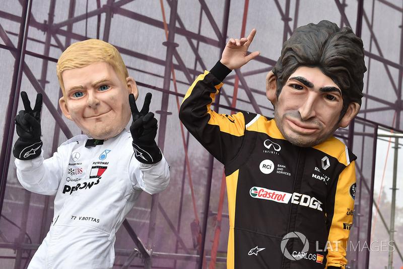 Куклы Карлоса Сайнса, Renault Sport F1 Team, и Валттери Боттаса, Mercedes AMG F1
