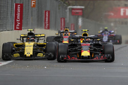 Carlos Sainz Jr., Renault Sport F1 Team R.S. 18 and Max Verstappen, Red Bull Racing RB14 battle