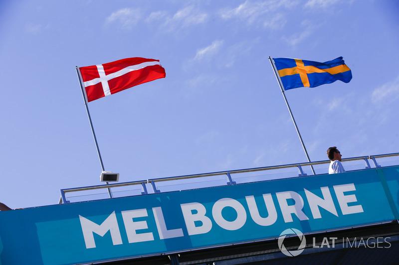 Les drapeaux du Danemark et de la Suède