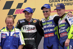 Podium: 1. Sete Gibernau, 2. Alex Barros, 3. Kenny Roberts Jr.
