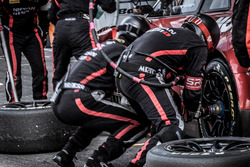 Pit stop, #23 GT SPORT MOTUL Team RJN Nissan GT-R Nismo GT3: Lucas Ordonez, Alex Buncombe, Matt Parry