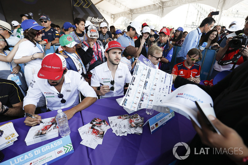 Lucas di Grassi, Audi Sport ABT Schaeffler, Daniel Abt, Audi Sport ABT Schaeffler, at the autograph session